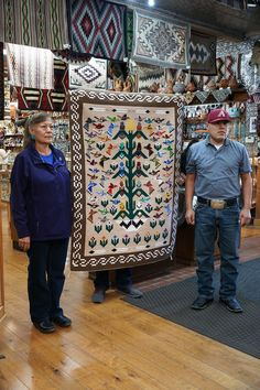 Navajo Weaving, Navajo Rugs, Tapestry Weaving, Native American Rugs, Native American Crafts, Rug Loom, Bubble Art, Vietnam Veterans, Turkish Kilim Rugs