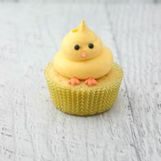 Cutest Easter Cupcakes Ever. Whether you are hosting or looking for ideas and inspiration to bring dessert for Easter, here is a collection of Cupcakes! Spring Cupcakes, Easter Cupcakes, Cupcake Cookies, Duck Cupcakes, Simple Cupcakes, Easter Cupcake Decorations, Easy Animal Cupcakes, Decoration Cupcakes, Chicken Cupcakes