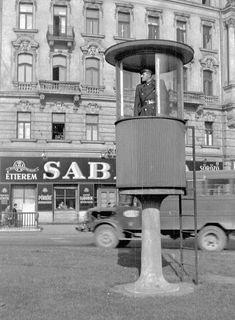 """Forgalomirányító rendőrbódé a Marx téren, a háttérben egy ÁMG ƒ""""fakarusz"""" halad el Old Pictures, Old Photos, Vintage Photos, Anno Domini, Interesting History, Budapest Hungary, Historical Pictures, Good Old, Vintage Photography"""