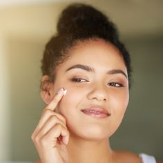 """Why Everyone Is Obsessed With This """"Holy Grail"""" Ingredient for Zapping Zits - Acne Treatment Acne Rosacea, Acne Skin, Acne Scars, Acne Face, Pimples, Home Remedies For Acne, Acne Remedies, Neutrogena, Acne Scar Removal Treatment"""