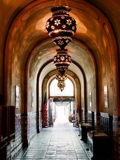 love the archways and moroccan-style lanterns. gorgeous.