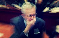 """""""Tremonti era pazzo, ma non lo sapevamo"""". http://tuttacronaca.wordpress.com/2013/11/20/berlusconi-da-del-pazzo-a-tremonti/"""