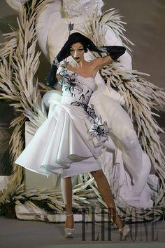 John Galliano for The House of Dior, Haute Couture Dior Haute Couture, Couture Christian Dior, Style Couture, Galliano Dior, John Galliano, White Fashion, French Fashion, Dior Fashion, Net Fashion