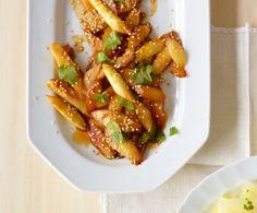Mit Sesam, Sojasauce und Koriander kann Spargel auch asiatisch.
