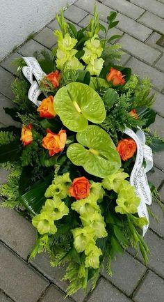 Arrangement Floral Rose, Unique Flower Arrangements, Flower Centerpieces, Flower Decorations, Grave Flowers, Cemetery Flowers, Church Flowers, Arte Floral, Deco Floral