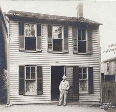 Mark Twain's boyhood home in   Hannibal , MO