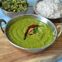 Keerai Molagootal; A mildly spiced healthy spinach-lentil-coconut curry. Traditional recipe from Kerala, South India.