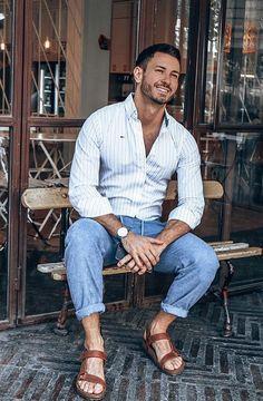 Sandalias Teva, Casual Shirts For Men, Men Casual, Mens Beach Shoes, Barefoot Men, Male Fashion Trends, Mens Flip Flops, Male Feet, Mens Fashion Suits