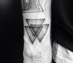 Triangles #tattoo #tat #tattooed #tatted #inked #ink #minimal #minimalist #minimaltattoo #minimalisttattoo #geometric #geometrictattoo #dotwork #dotworktattoo #triangle #triangles #treintattoo by treintattoo
