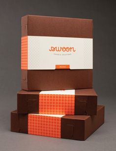 The eye is naturally drawn to the light object. Dark, warm box, with light and warm label.
