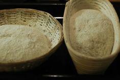 Vinohradský pšeničný kváskový chléb – Maškrtnica Bread Baking, Bakery, Recipes, Content, Bread, Bread Making, Bakery Shops, Food Recipes, Rezepte