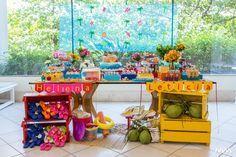 A estação mais quente do ano inspira uma comemoração fresca e colorida. Assim foi o aniversário da Helena e da Leticia, 2 anos, decorado pelo Atelier Cris Jacobsohn. Confira os detalhes!