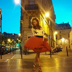 """33 mentions J'aime, 9 commentaires - Paris (@lu_andrea_salome) sur Instagram: """"#redskirt #MarilynMonroestyle #fashion #jupe #red #art #wind #skirt #nightmode #Paris"""""""