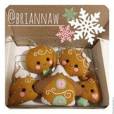 Rustic Christmas Ornaments, Christmas Gingerbread, Felt Ornaments, Christmas Tree Decorations, Holiday Gift Baskets, Diy Holiday Gifts, Christmas Sewing, Christmas Diy, Felt Crafts