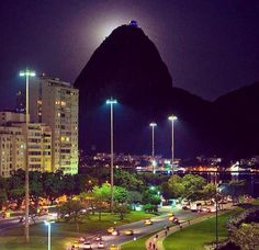 Moonglight and the Sugar Loaf Rio de Janeiro Vacation Destinations, Vacation Trips, Vacation Spots, Ushuaia, Most Beautiful Cities, Beautiful World, Amazing Places, Saint Tropez, Places Around The World
