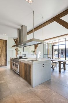 Kitchen Island With Stove, Interior Architecture, Interior Design, Wood Beams, Küchen Design, Interior Inspiration, New Homes, Flooring, Room