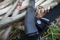 http://www.gunsandzen.com/reviews/field-cutlery/fixed-blades/wilderness-fixed-blades/  Check out the latest group test/review at GnZ. The Scrade SCHF42, Esee 5, Scorpion knives Parry Blade and the Morakniv Pathfinder. #schrade @schradeknives #morakniv @morakniv #esee @eseeknives #scorpionknives #parryblade #knife #wilderness #backwoods #chopper #survival #bushcraft