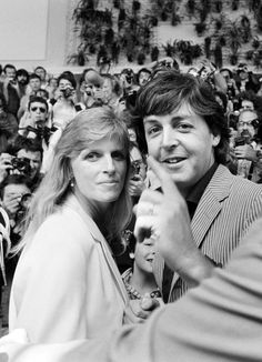 Pin for Later: 53 of the Most Nostalgic Photos From the Cannes Film Festival Paul McCartney and his late wife Linda arrived to throngs of fans and photographers in Kirk Douglas, Jane Birkin, Catherine Deneuve, Mike Todd, Jean Michel Jarre, Anita Pallenberg, Warren Beatty, Joanne Woodward, Anos 60