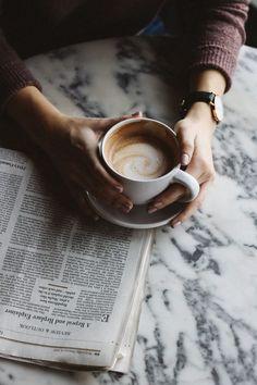 coffee photography Tea, coffee, cozy, aesthetic, c - coffee Coffee Shot, Coffee Cafe, Espresso Coffee, Coffee Drinks, Black Coffee, Iced Coffee, Coffee Tables, Coffee Mugs, Coffee Girl