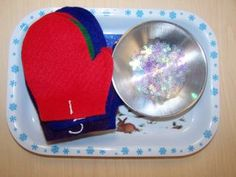 Snowflake and mittens counting - great winter themed montessori activity