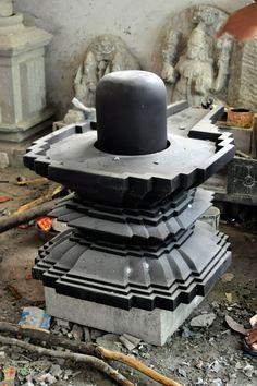 Shiv Linga-Form of Lord Shiva. Shiva Hindu, Shiva Art, Hindu Deities, Shiva Yoga, Mysore Painting, Lotus Sculpture, Lord Shiva Statue, Chola Style, Swami Samarth