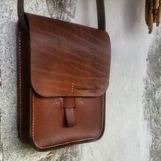 #leathercraft #leather #handmade #handstiched #leathercardholder #cardholder #cardcase #case #creditcard #businesscard #business #gift #men #women #fashion #special #wallet #handpainted #special #slimwallet #billfold #leatherbag #watchstrap #phonecase