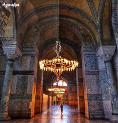 聖索菲亞博物館內部裝飾大多是天然厚實的花崗岩所建。 ©emrkrm