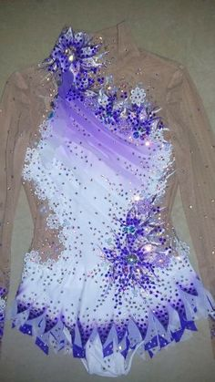Inspirate with this lovely leotard. Gymnastics Suits, Gymnastics Costumes, Rhythmic Gymnastics Leotards, Dance Costumes, Figure Skating Costumes, Synchronized Swimming, Cinderella Dresses, Figure Skating Dresses, Ballroom Dress
