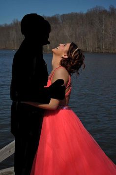 When Your Cheating Ex-Boyfriend Is In Your Prom Pictures (4 Photos)