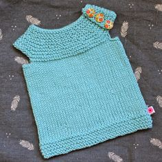 Knitted baby vest/singlet. Free pattern.