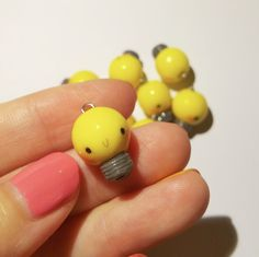 Kawaii Lightbulb,Yellow Lightbulb,Kawaii Polymer Clay,Polymer Clay Jewelry by TingsSweetRoom on Etsy Fimo Kawaii, Polymer Clay Kawaii, Fimo Clay, Polymer Clay Projects, Polymer Clay Charms, Polymer Clay Art, Polymer Clay Jewelry, Clay Crafts, Polymer Clay Figures