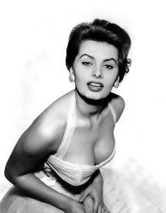 """sparklejamesysparkle: """". Tutto ciò che vedete lo devo agli spaghetti"""" """"Sophia Loren, 1955."""""""