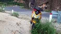 Si vous passez un long séjour au Vietnam, vous achèterez surement une moto pour vous baladez dans tout le pays. Et vous aurez bien raison. En effet, c'est le moyen de locomotion le plus pratique…