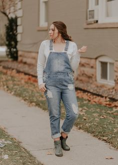 sweater and overall outfit ideas | www.lauryncakes.com