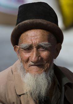 Old Uyghur Man, Serik Buya Market, Yarkand, Xinjiang Uyghur Autonomous Region, China by Eric Lafforgue, via Flickr
