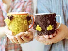 かわいらしい手が付いたセーターの形をしたものも☆見ているだけで思わず笑みがこぼれそうな、ほっこりアイテムです。