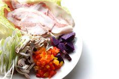 1【タジン鍋に入れる具材】 奈良県産ヤマトポーク、緑黄色野菜のパプリカ・人参 旬の野菜、紫芋・白葱・シメジ等、 彩りよい野菜と旬野菜には栄養がたっぷり♪