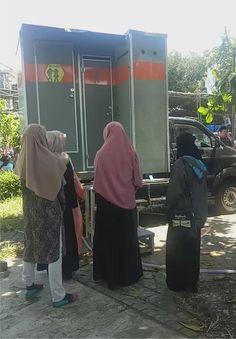 Alhamdulillaah  Mobil Toilet BatuBeling menemani acaraSafari Dakwah di Masjid Ulul Azmi, Kampus C Unair Surabaya, nara sumber dalam acara tersebut adalah Ust. Abdus Shomad, Lc    ?Tipe Standart, Spesifikasi : 1 Unit Urinoir Wanita 2 Unit Urinoir Pria 1 Unit Toilet Standart (Kloset Jongkok