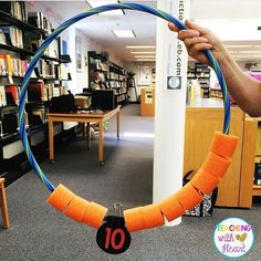 814 vind-ik-leuks, 56 reacties - Michelle Griffo (@applesandabcs) op Instagram: '@teachingwithheart made a giant addition manipulative using a hula hoop and a cut up pool noodle.…'