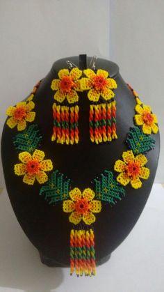 Juanitas's huichol beaded choker por ArtesaniasBatyah en Etsy Bead Jewellery, Seed Bead Jewelry, Beaded Jewelry, Peyote Patterns, Beading Patterns, Native American Beading, Beaded Choker, Diy Earrings, Loom Beading