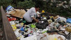 """""""Voedselverspilling: in arme landen het verschil tussen eten en ondervoeding"""" Zoveel voedsel dat word weggesmeten?! In onze cursus staat 'voedsel genoeg...maar niet voor ieddereen'. eigenlijk klopt het niet. Als men niet zoveel voedsel zouden verspillen zou er genoeg voedsel zijn voor iedereen. Mensen moeten gewoon opletten dat ze geen of zo weinig mogelijk voedsel verspillen. Zo zou er misschien nog genoeg voedselzijn voor iedereen."""
