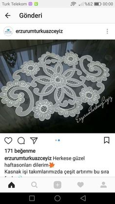 This Pin was discovered by Oya Handmade Table, Handmade Felt, Hobbies And Crafts, Diy And Crafts, Romanian Lace, Lace Making, Cutwork, Table Toppers, Flower Tutorial