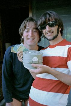 """Ringo Starr about this pic with him and John Lennon """"On vacation with John: """"There's the little pieces and the money that we used to play Monopoly."""" - Exclusive Beatles Photos from Ringo Starr's New Book <I don't see it befor Beatles Songs, The Beatles, Beatles Photos, Beatles Guitar, Beatles Band, Ringo Starr, Paul Mccartney, John Lennon, Jim Morrison"""