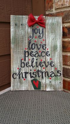 This rustic repurposed pallet wood Christmas sign is made out of pallet wood and hand painted. It is also adorned with a burlap bow. I do not