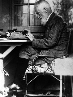 Typewriters and their owners: famous authors at work – in pictures (George Bernard Shaw) George Bernard Shaw, Writers And Poets, Writers Write, Book Writer, Book Authors, Michel De Montaigne, People Of Interest, Playwright, Writing