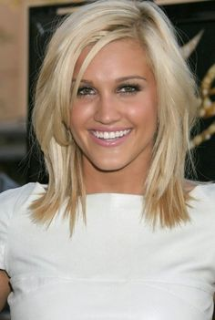 9 Cute Short Haircuts for Round Shaped Faces