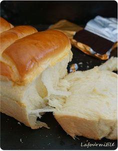 Recette de la fameuse brioche façon japonaise tangzhong ou pain hokkaido : très aérée et mie filante.