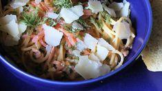 Nopea ja helppo kylmäsavulohipasta | Reseptit | Hätälä Oy Pasta Carbonara, Hampi, Penne, Cabbage, Spaghetti, Pizza, Vegetables, Ethnic Recipes, Food