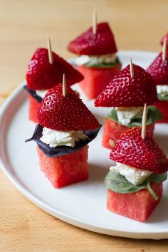 Watermelon Strawberry Basil Skewers with Goat Cheese & Honey Drizzle is the perfect summer munchie. Watermelon Recipes, Fruit Recipes, Appetizer Recipes, Cooking Recipes, Watermelon Salad, Tapas, Healthy Snacks, Healthy Recipes, Wedding Appetizers