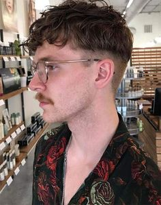 40 Amazing Bowl Haircuts to Style Update) Bowl Haircuts, Haircuts For Men, Mens Hipster Haircuts, Hair Inspo, Hair Inspiration, Medium Hair Styles, Curly Hair Styles, Disconnected Haircut, Fringe Haircut